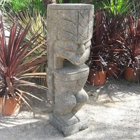 Statue Tiki Kubung en pierre basanite